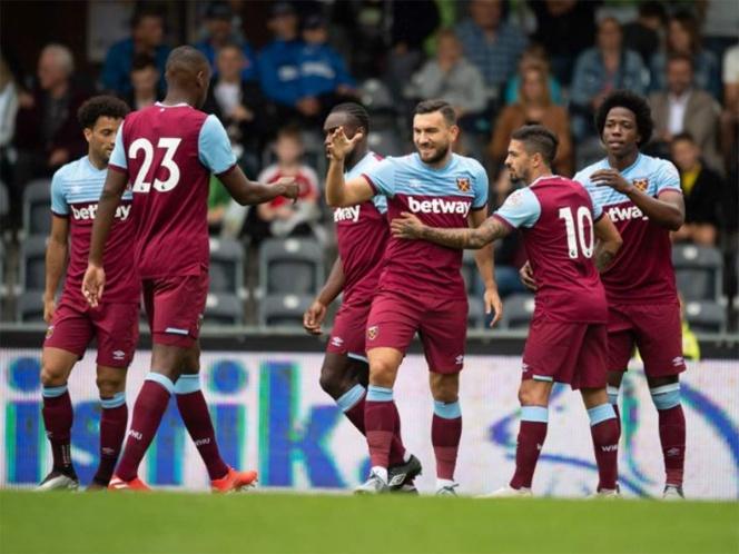 """Chicharito"" participa en triunfo del West Ham"